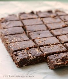 Healthy Snack Bars - naturally sweetened and perfectly delicious! These healthy snack bars are vegan, raw, gluten-free, dairy free, egg free, Paleo and Whole30 compliant, and just pretty darn good for you.