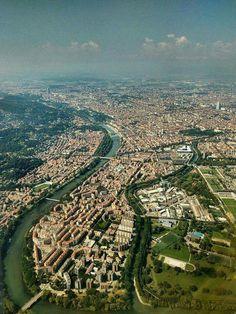 Ci si può allontanare, ma Torino è un luogo che non si abbandona! (Foto aerea di Michele Fredella)