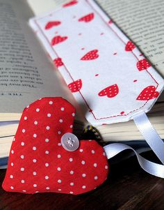 Polka-dot heart bookmark #crafts