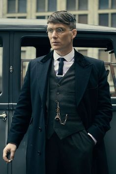 The insanely photogenic Cillian Murphy as Tommy in Peaky Blinders Peaky Blinders Series, Peaky Blinders Thomas, Cillian Murphy Peaky Blinders, Peaky Blinders Season 5, Traje Peaky Blinders, Peaky Blinders Costume, Male Clothes, Cillian Murphy Tommy Shelby, Cillian Murphy Wife