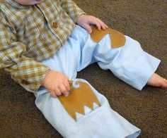 Pacman Knee Pad Pants For Baby Tutorial Quick Crafts, Crafts To Make, Baby Boy Outfits, Kids Outfits, Baby Corner, Baby Kids, Baby Baby, Applique Patterns, Little People