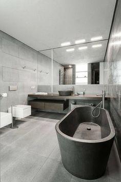 Style très contemporain pour salle de bains avec baignoire ovale.