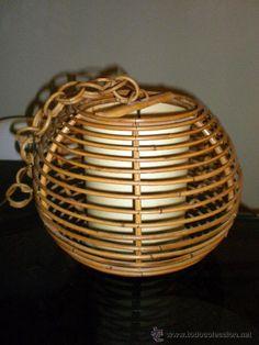 Lámpara de techo años 70, ligeros desperfectos en cazoleta de fibra natural para cubrir los cables, 35 cm de diam, 70 €