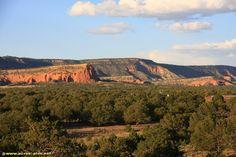 Les falaises bordant le plateau des indiens Chacos le long de la route 66 - Nouveau Mexique - USA