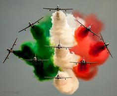 Freece Tricolori Aerobatic Team's air show🇮🇪🇮🇪🇮🇪 . Indian Flag Wallpaper, Indian Army Wallpapers, Air Fighter, Fighter Jets, Indian Flag Images, Happy Independence Day India, Photo Avion, Airplane Photography, Amazing Photography