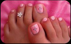 Nail art de princesse parce qu'ils le valent bien Hair Skin And Nails Baby Cute Toe Nails, Toe Nail Art, Fancy Nails, Love Nails, Art Nails, Pink Nails, Fabulous Nails, Gorgeous Nails, Pretty Nails
