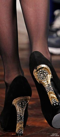 Ralph Lauren Fall 2012 Ready-to-Wear Accessories Photos - Vogue Ralph Lauren, Black Tie Affair, Shoe Boots, Shoe Bag, Gold Fashion, Beautiful Shoes, New Shoes, Yorkie, Pumps Heels
