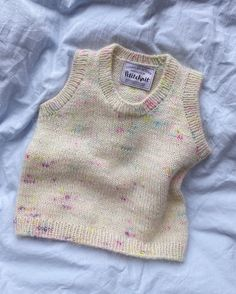Knit Vest Pattern, Baby Vest, Kinds Of Clothes, Aesthetic Clothes, World Of Fashion, Knitwear, Knit Crochet, Cute Outfits, Fashion Outfits