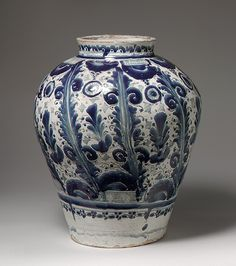 Jar (Tibor) with Decoration of Pendant Garlands, 18th century Puebla Tin-enameled earthenware TALAVERA