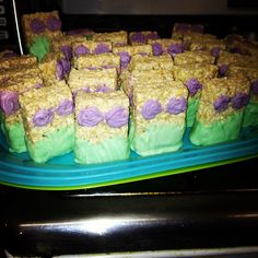 ***Could use rosett tip to make the clam shell. Little mermaid rice crispy treats. Little Mermaid Baby, Little Mermaid Birthday, Little Mermaid Parties, Mermaid Birthday Party Ideas, Mermaid Party Food, Birthday Ideas, Mermaid Cupcakes, Lila Party, Festa Party