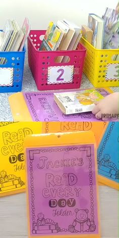 Create student reading folders with a FREE parent hand-out printable. Plus grab classroom organization tips and ideas for teachers setting up a classroom and home reading program. Read the tips for setting up a reading program for children using Daily u Student Reading, Kindergarten Reading, Teaching Reading, Reading Intervention Classroom, Reading School, 4th Grade Reading, First Grade Classroom, Primary Classroom, Kindergarten Classroom Organization