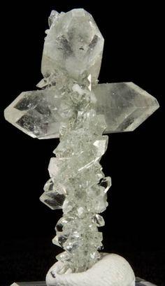 Apophyllite & Stilbite on Quartz / Paldhi, Jalgoan, India / Mineral Friends <3