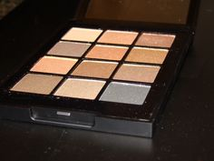 @soniakashuk #eyeshadowpallettes love Eye on Shimmer Neutral! Reviews and swatches #wearyourvitamins