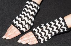 hand crochet mittens. Fingerless gloves by KgmAccessories on Etsy
