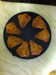 Kerstboom croissantjes gevuld met mini knakworst Baking, Bakken, Backen, Sweets, Pastries, Roast