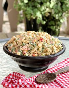 Krema pastasalat med kylling og karri - LINDASTUHAUG Veggie Recipes, Salad Recipes, Dinner Recipes, Healthy Recipes, Pasta Noodles, Italian Recipes, Food And Drink, Veggies, Yummy Food