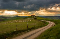 Fotografia tuscany de Dominic Kummer na The Places Youll Go, Places To See, A Whole New World, Take Me Home, Cool Photos, Amazing Photos, Far Away, Italy Travel, Landscape Photography