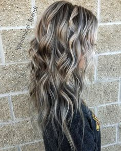 Brunette With Blonde Highlights, Ashy Blonde Balayage, Silver Hair Highlights, Hair Color Balayage, Blonde With Low Lights, Low Lights And Highlights, Low Lights Hair, Hair Wand, Wand Curls