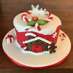 Gift suggestions: Christmas is coming Christmas or the Christ event, the Event of lights, the Food of peace, or the Chri. Christmas Cake Designs, Christmas Topper, Christmas Cake Decorations, Holiday Cakes, Fondant Christmas Cake, Christmas Birthday Cake, Christmas Sweets, Christmas Tabletop, Modern Cakes