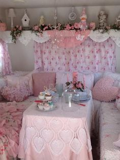 **none of these photos are mine nor do i claim ownership of them, unless otherwise stated** Shabby Chic Caravan, Caravan Decor, Shabby Chic Pink, Shabby Chic Style, Shabby Chic Decor, Vintage Trailer Decor, Vintage Camper Interior, Vintage Rv, Shabby Vintage