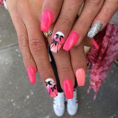 55 Beautiful Summer Coffin Nails Easy to Copy summer coffin nails designs beautiful; Holiday Acrylic Nails, Summer Holiday Nails, Summer Acrylic Nails, Best Acrylic Nails, Acrylic Nail Designs, Summer Nails, Palm Nails, Tree Nails, Vacation Nails