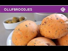 Olijfbroodjes met tomaat en knoflook - Foodgloss - YouTube High Tea, Bread Recipes, Vegetables, Youtube, Food, Tea, Tea Time, Essen, Eten