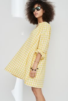 madewell gingham tunic dress worn with the headliner sunglasses + beaded tassel bracelets in true black.