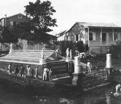 Ojo de Agua en Aguadilla, era un manantial de agua limpia que surgía de la tierra que era recogida en latas para el consumo de los vecinos del pueblo.
