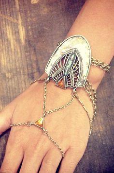 Aurora hand chain