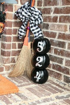 porch witch | Porch decor - witch's broom and house number pumpkins