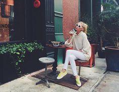 13 dicas de estilo para se vestir como Elsa Hosk, a Angel que veio do frio - Vogue | News
