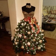dress form made into a christmas dress. totally cool and unique christmas tree for a designer Mannequin Christmas Tree, Dress Form Christmas Tree, Christmas Window Display, Unique Christmas Trees, Christmas Tree Themes, Noel Christmas, Xmas Tree, Xmas Decorations, Christmas Crafts