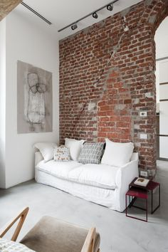 small apartment - loft - white - gray - concrete floor - resin floor - bricks wall - spot lights