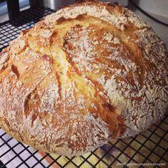 Paine Fara Framantare- In Oala de Fonta - Gabitza's Green Kitchen Knead Bread Recipe, Tasty Bread Recipe, No Knead Bread, Bread Recipes, Cooking Recipes, Healthy Recipes, Healthy Foods, Green Kitchen, Dry Yeast