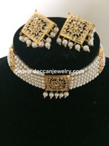 Dual hyderabadi indian choker / short necklace with square pendant and earrings in jadau style - Deccan Pearls and Jewellery Indian Jewelry Earrings, Fancy Jewellery, Indian Wedding Jewelry, Gold Jewellery Design, Gold Jewelry, Pearl Jewelry, Jewellery Shops, Bridal Jewellery, Tikka Jewelry