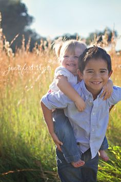 sibling pose...OMG SO WANT THIS!!!!