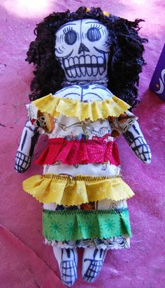 Muertos Skeleton Rag Doll - The Crafty Chica Autumn Crafts, Summer Crafts, Sewing Nook, Crafts To Make, Diy Crafts, Fabric Drawing, Mexican Crafts, Fabric Markers, Kid Party Favors