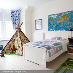 Spiel-Teppich, Indianerzelt, Weltkarte für kleine Entdecker: In diesem Kinderzimmer ist die Gestaltung gezielt aufs Kind abgestimmt, kein Nachmittag wird…