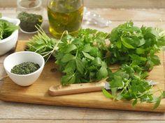 Zajímavé možnosti zpracování libečku - | Prostřeno.cz Herbal Remedies, Natural Remedies, Gourmet Recipes, Healthy Recipes, Candied Lemons, Medicinal Herbs, World Recipes, Fish Dishes, Korn