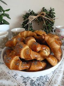Czech Recipes, Pretzel Bites, Ciabatta, Sausage, Cupcake Cakes, French Toast, Bread, Food And Drink, Breakfast