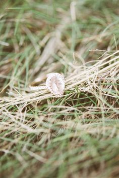 diamond ring from Tennessee engagement in Roan Mountain State Park http://www.trendybride.net/tennessee-engagement-roan-mountain/