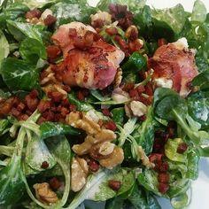 Salat mit ziegenfrischkäse schinkenwürfeln und Walnüssen :) #salad #food #nuts #sz #sizezeromiezen #das10wochenprogramm #yummy #salat #schinken #cheese #fitnessfoods #fitness #eathealthy #healthyfood #health #lowcarb by jasmin.josephine