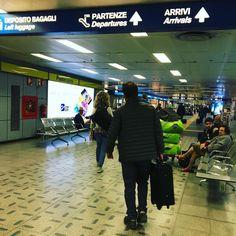 Airport life #tixilife #tixi #trip #travel #airport #airportlife #airports #dj #djlife #departure #journer #fly #flying #linate #aeroportolinate #milano #milan #cagliari #digitalnomads #thankgoditsfriday #weekend #happy #motivation #wunderlust #me