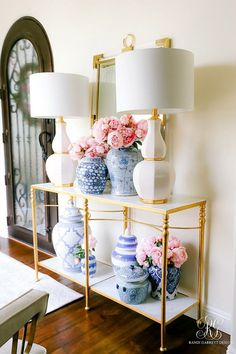 Feminine entryway with lots of flowers by Randi Garrett - 21 Gorgeous Feminine H. Feminine entryway with lots of flowers by Randi Garrett - 21 Gorgeous Feminine Home Decor Ideas Decorating Your Home, Diy Home Decor, Hallway Decorating, Decorating Tips, Interior Decorating, Living Room Designs, Living Room Decor, Living Area, Living Rooms
