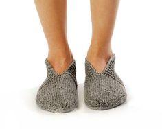 Hey, diesen tollen Etsy-Artikel fand ich bei https://www.etsy.com/de/listing/114680490/herren-slipper-socks-schonen-abend-hand