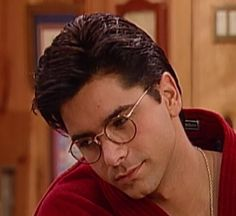 Male Fashion Icons: Uncle Jesse (John Stamos) wearing glasses in Full House. Tio Jesse, Jesse From Full House, John Stamos, Fuller House, Wearing Glasses, He's Beautiful, Style Icons, Famous People, Dj
