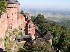 Haut-Koenigsbourg Castle, Alsace (photo by Julien Gascard - Creative Commons Attribution-Share Alike Unported license) Tours France, Medieval Town, Medieval Castle, Beautiful Castles, Beautiful Buildings, Monuments, Thirty Years' War, Visit France, Palaces