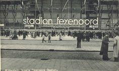 De Kuip Rotterdam (jaartal: 1950 tot 1960) - Foto's SERC toen kon je als klein meisje nog rustig met je vader naar de Kuip! Hup Koentje! Rotterdam, Old City, Holland, Street View, Europe, Black And White, Photography, Vader, Wall Design