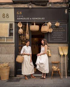 Design interior shop boutiques inspiration Ideas for 2019 Coffee Shop Design, Cafe Design, Store Design, Home Interior, Interior Design, Interior Shop, Scandinavian Interior, Cafe Shop, Shop Fronts