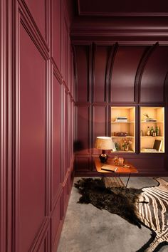 Elegance all the way. Spice up your study or reading room with classic wall panelling. Cornice Moulding, Wall Molding, Crown Molding, Molding Ceiling, Moldings, Burgundy Walls, Wood Paneling, Wall Panelling, Aspen House